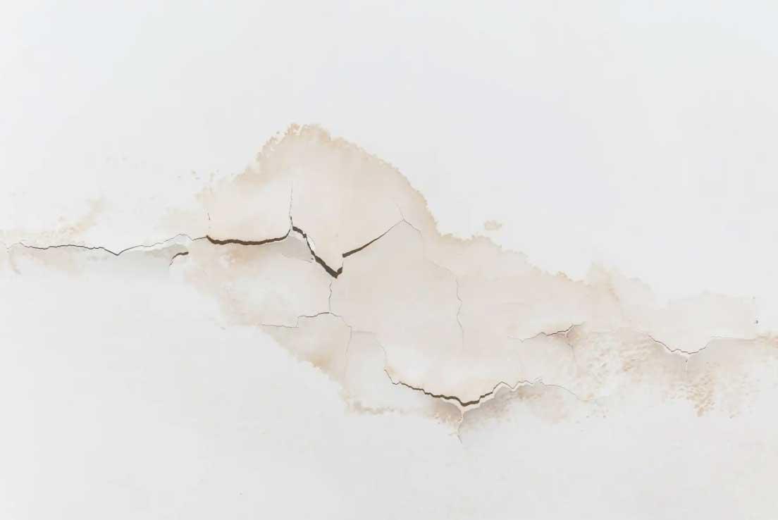 روش تمیز کردن دیوار/سقف نم داده (لکه های آب)