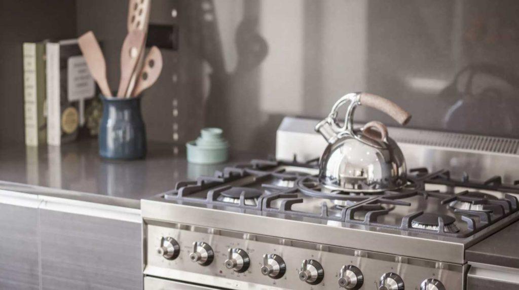 4 روش تمیز کردن استیل (ظروف، سینک و هر چیزی)
