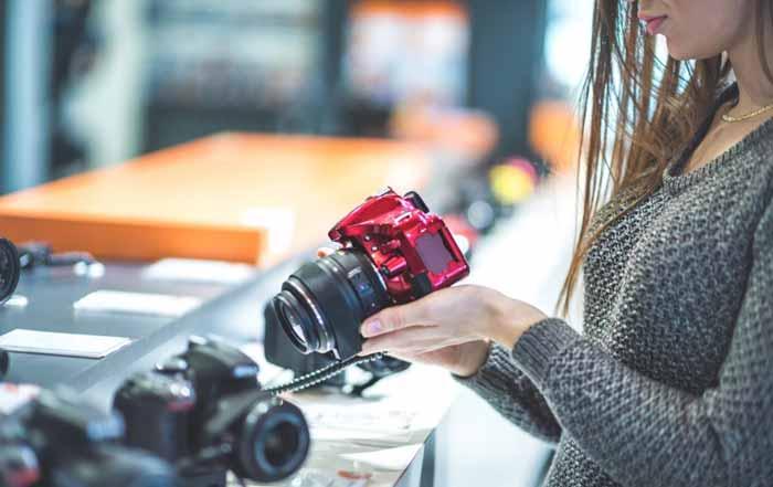در حال خرید تجهیزات عکاسی