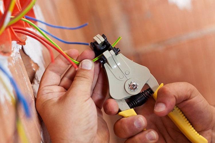 ابزارهایی که برای شغل برقکاری مورد نیاز است؟